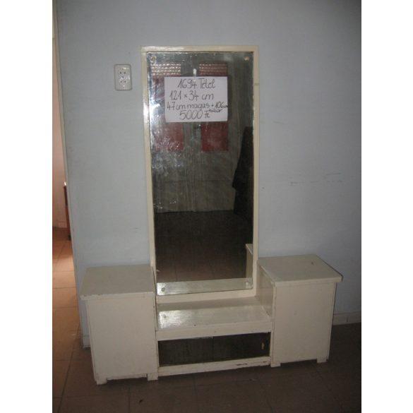 tükrös szekrény