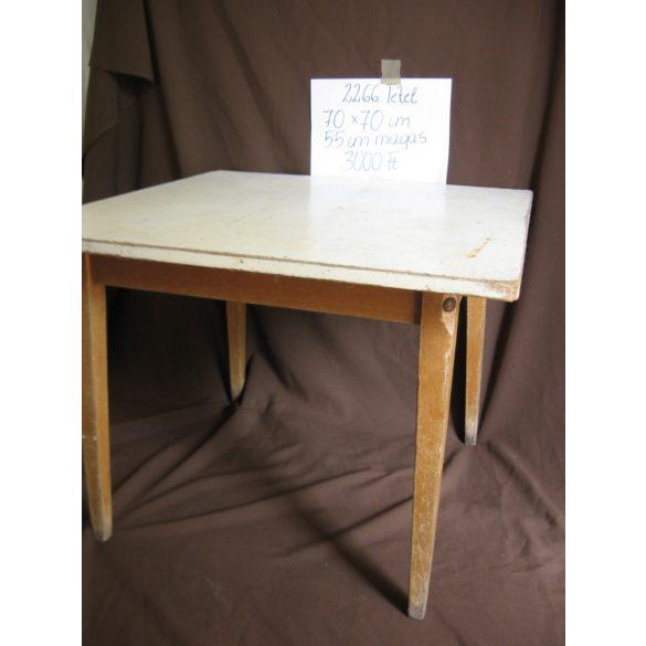 retro konyhai asztal