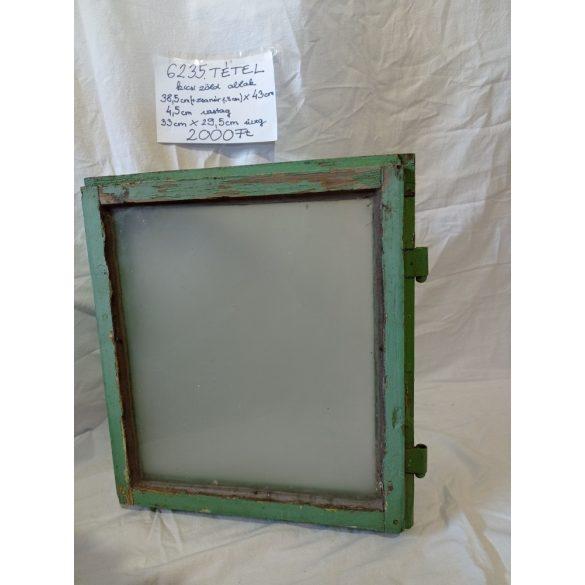 Kisméretű, zöld ablakszárny tejüveggel